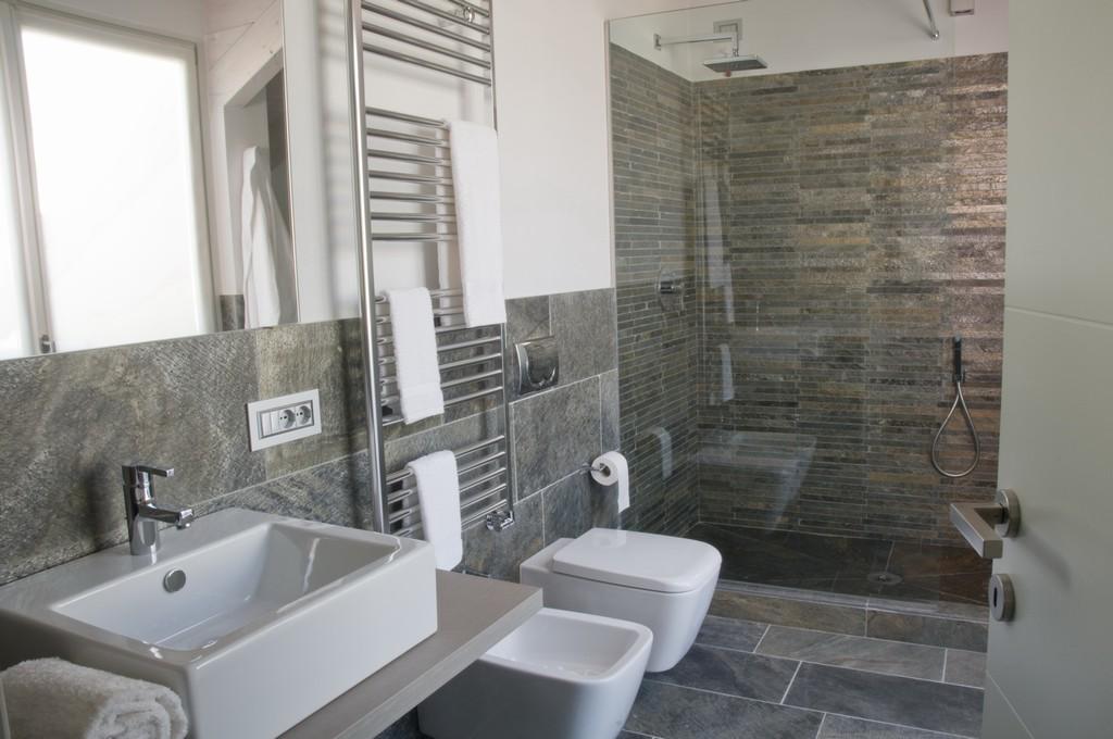Lavori di ristrutturazione bagni a milano galleria fotografica - Una piastrella policroma per rivestimenti ...